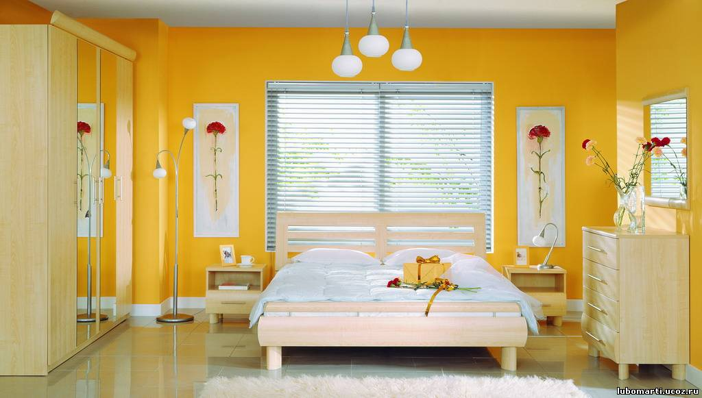 Еще одна светлая спальня. от такой спальни нужна одна прикроватная тумба и...